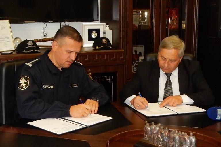 """În anul Contractului Colectiv Sindicatul  """"Demnitate"""" a semnat cu Inspectoratul General al  Poliţiei un nou Contract Colectiv de Muncă pentru anii 2018-2023"""