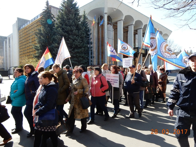 Протестные акции педагогов продолжаются.